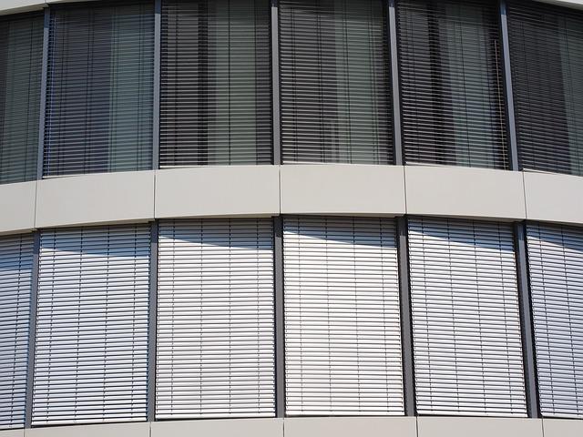 rolety na budově.jpg