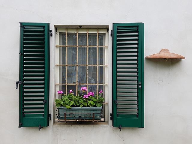 zelené okenice.jpg