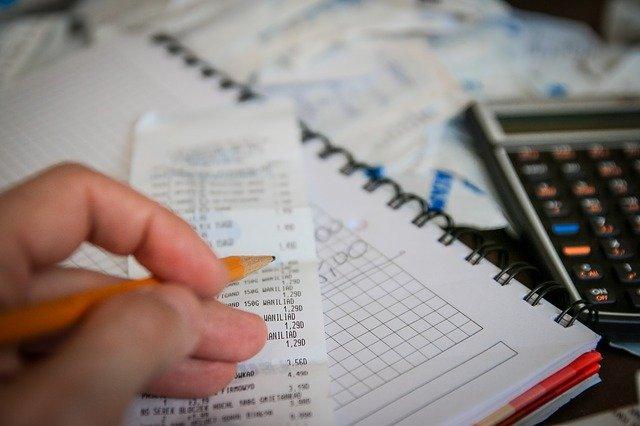 účtenka a kalkulačka.jpg