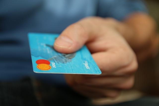 muž s kreditkou.jpg