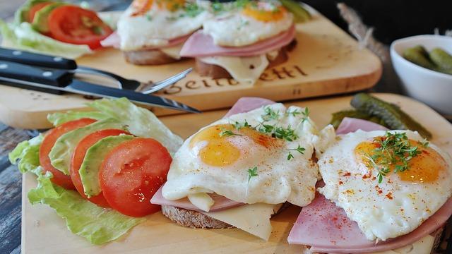 smažená vejce a chléb.jpg