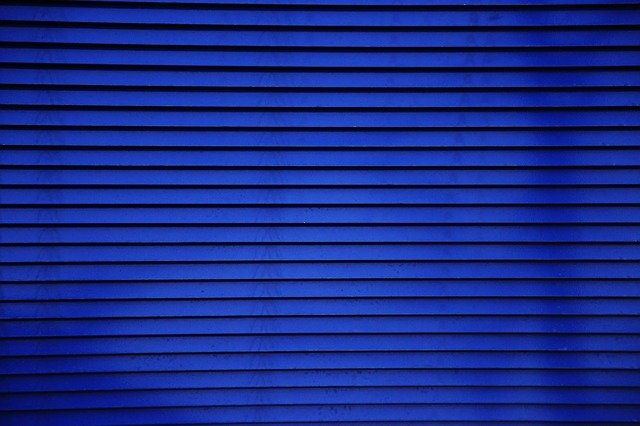 modré žaluzie