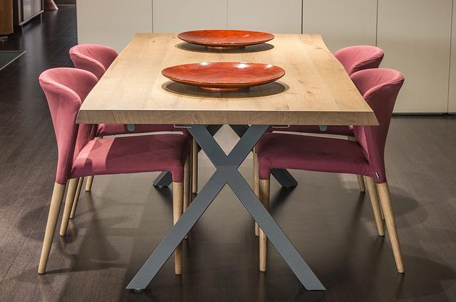stůl se židlemi