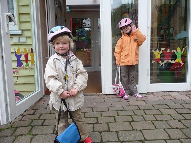 děti před školkou