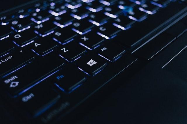 černá klávesnice, detail.jpg